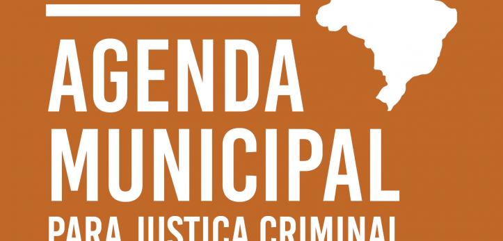 Capa da Agenda Municipal para Justiça Criminal, fundo laranja com o título em branco e o mapa do brasil do lado direito.