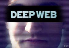 Capa do documentário Deep web, foto de Ross Ulbricht com uma tarja preta nos olhos e o título do documentário dentro da tarja