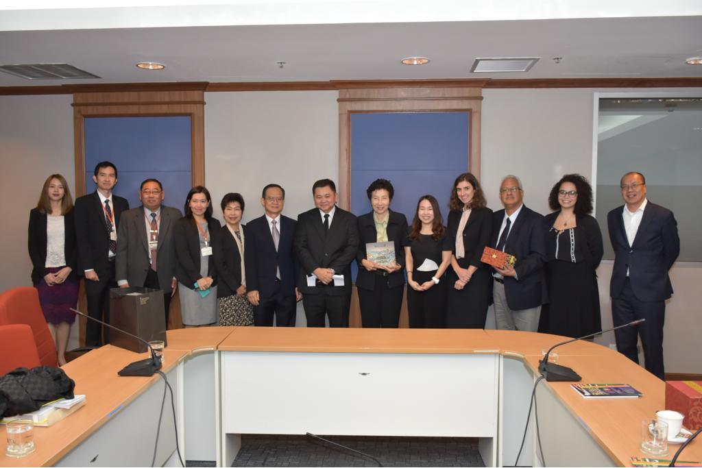 Na foto, representantes da delegação brasileira com Ministério Público de Relações Exteriores da Tailândia
