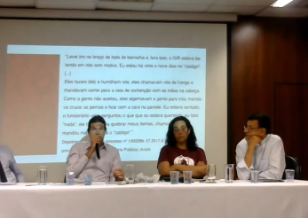 Na foto, está a mesa de debate da audiência pública composta por quatro pessoas. Foto: Reprodução | Ouvidoria Geral da Defensoria Pública de São Paulo