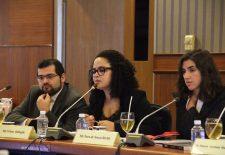 A pesquisadora Viviane Balbuglio fala em evento do Programa de Colaboração Brasil-Tailândia