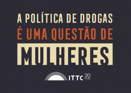 A arte tem o texto 'A política de drogas é uma questão de mulhere', abaixo do texto há o logo de 20 anos do ITTC.