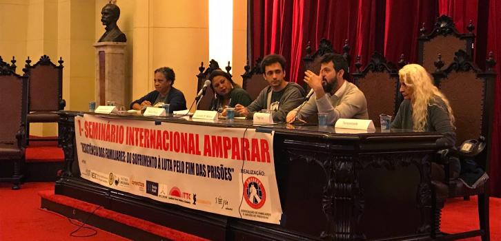 Foto da mesa 'Prisão, direito à defesa e assistência jurídica' do Seminário. Foto: Amparar